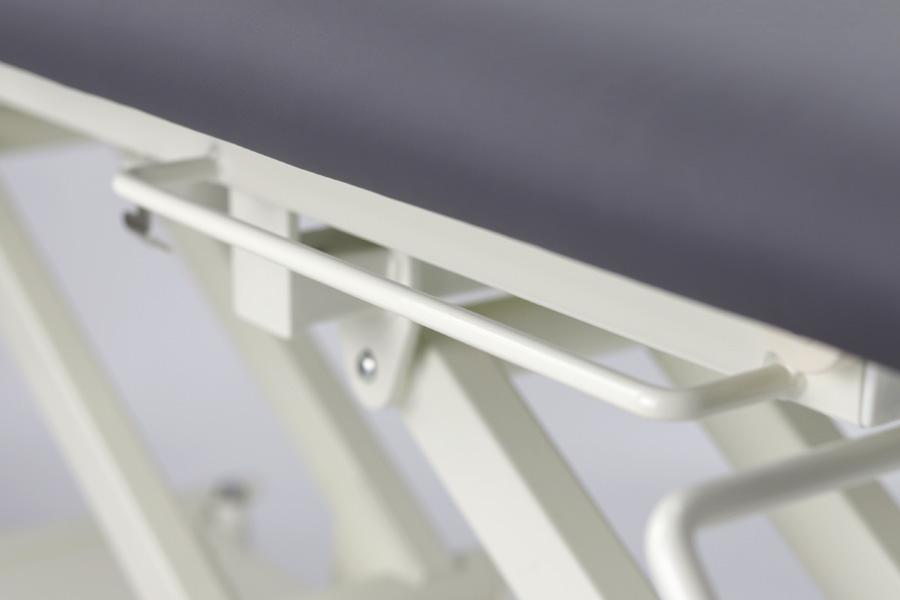 2 praktické, univerzálne 360 mm dlhé úchyty pod stôl