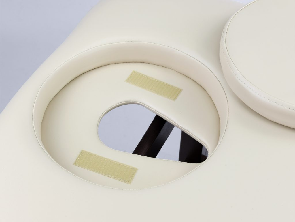 Otvor v stole so zátkou, ak je to potrebné, na ležanie pacienta v polohe na bruchu (dodatočná možnosť)