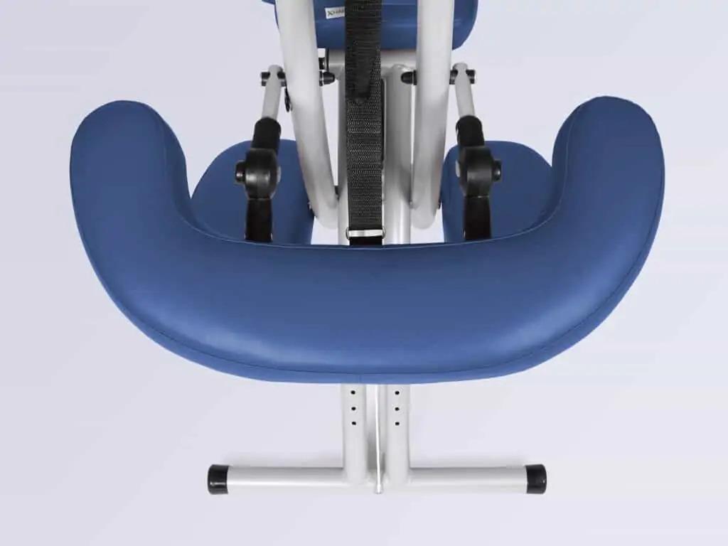 Pohodlná polica pre ruky s nastaviteľným sklonom a výškou. Viacrozmerné prispôsobenie umožňuje optimálne prispôsobenie každému pacientovi.