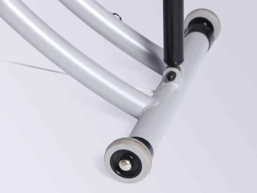 Vstavané transportné kolesá zaisťujú efektívnu prepravu vo vnútri zariadenia.