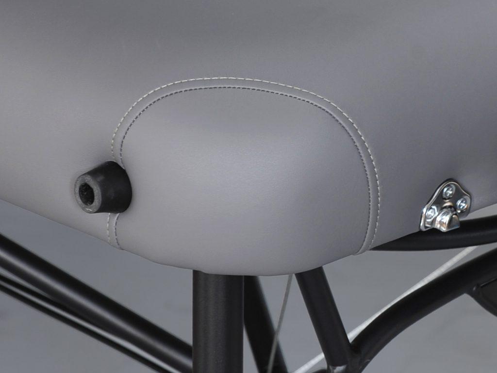 Ergonomicky zaoblené rohy stola